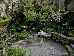 Flickr_-_brewbooks_-_Backyard_Terrace_-_Our_Garden