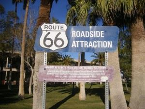 1200px-El_Garces_Hotel,_roadside_attraction_sign