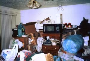 1200px-Hoarding_living_room