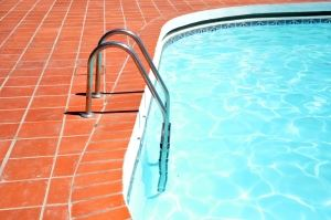 swimming-pool-1262339-m