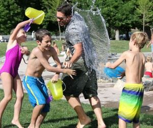 water-fight-442257_1280