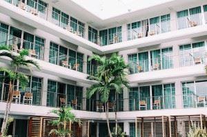 hotel-1209021_1280