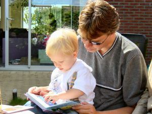 reading-to-son-1151008-m