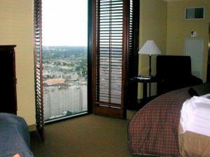 hotel-room-1549044