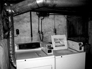 creepy-laundry-room-2-191852-m