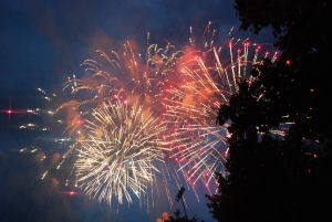 fireworks-1104949-m
