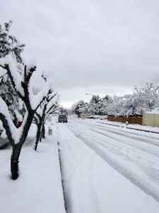 snow-covered-street-685491-m
