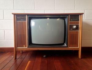 1970s-retro-television-set-1441328-m