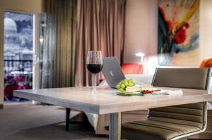 hotel-2400364_1280