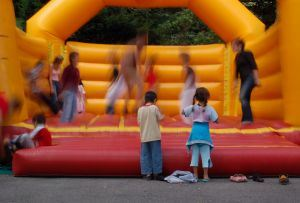 bouncy-castle-with-kids-624719-m
